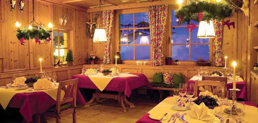 austria_arlberg-ski-area_zurs_hotel_Erzberg_dining_room.jpg